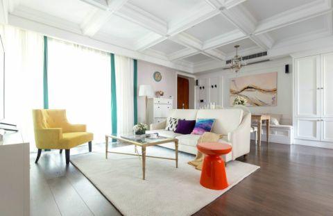 这个以现代美式风格的家具和较少的风格元素完成的美式公寓,用极简的设计手法给整个家舒适而友好的氛围,散发着童话梦境般令人愉快的魅力。        设计师抛弃了努力做传统背景或造型的落后设计理念,直接将棉麻质感的布艺、家具、版画、自然植物组合得简约而舒适,充满了怡人的度假氛围。除了干净清爽的基调设计,在此之上的室内装饰材料也增添了温暖与质感,色彩上使用饱和度较低的藕色为主体。一组棉麻布艺沙发撑起了舒适的客厅空间,让所有可被发挥的冷暖色彩都能自然过渡,金属、瓷器、亚克力材质的家具混搭其中,简约的设计里都有细节的造型变化。硕大的天然石材背景和精致的香槟金水晶吊灯充满艺术感与空间感,跳跃的明黄色沙发和装饰画散发出强烈的视觉冲击力。    置身于这座公寓中,干净和清爽的感觉一直围绕,没有繁杂的装饰,只在每件家具的相互搭配的平衡里散发出来, 对整体气氛的营造完全是设计师的功底和业主的自信的体现。