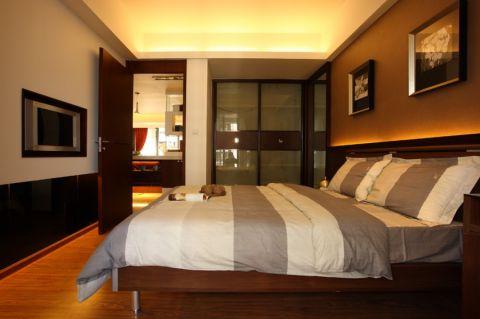 卧室背景墙经典风格装修设计图片