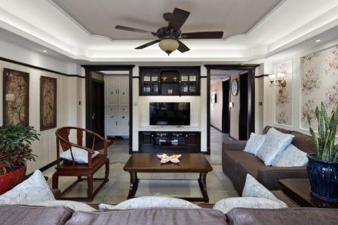 美式乡村风格,软装搭配原木色家具,更显大气。