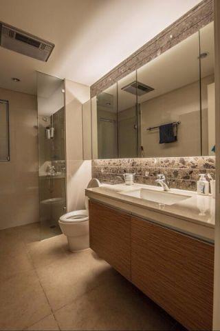 卫生间咖啡色背景墙混搭风格装修图片