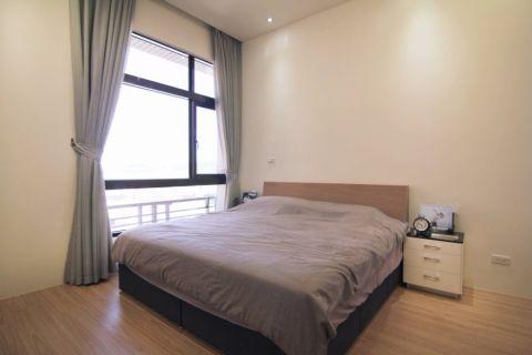 卧室白色背景墙装潢实景图片