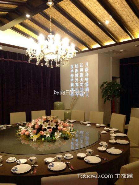300平米老版餐馆餐桌及背景装潢图
