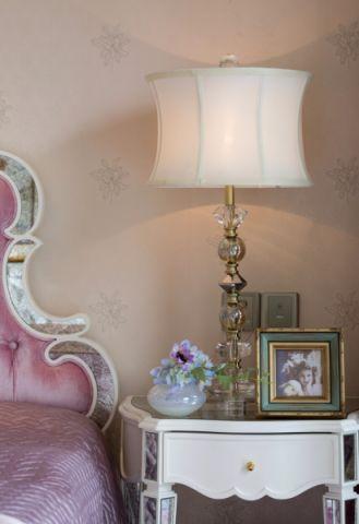 卧室床头柜法式风格装饰效果图
