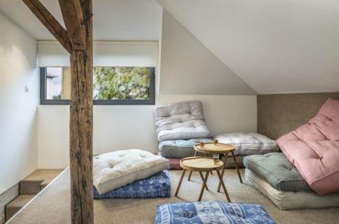 客厅阁楼现代风格装饰设计图片