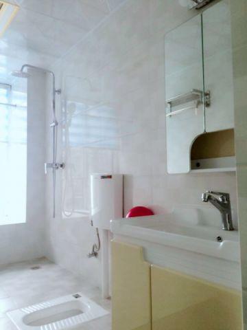 卫生间背景墙简欧风格装潢设计图片