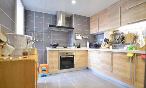 厨房黄色橱柜现代风格装饰效果图