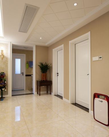 玄关门厅简欧风格装饰设计图片