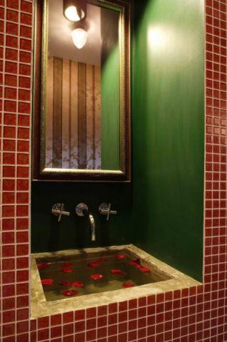 卫生间背景墙东南亚风格装修设计图片