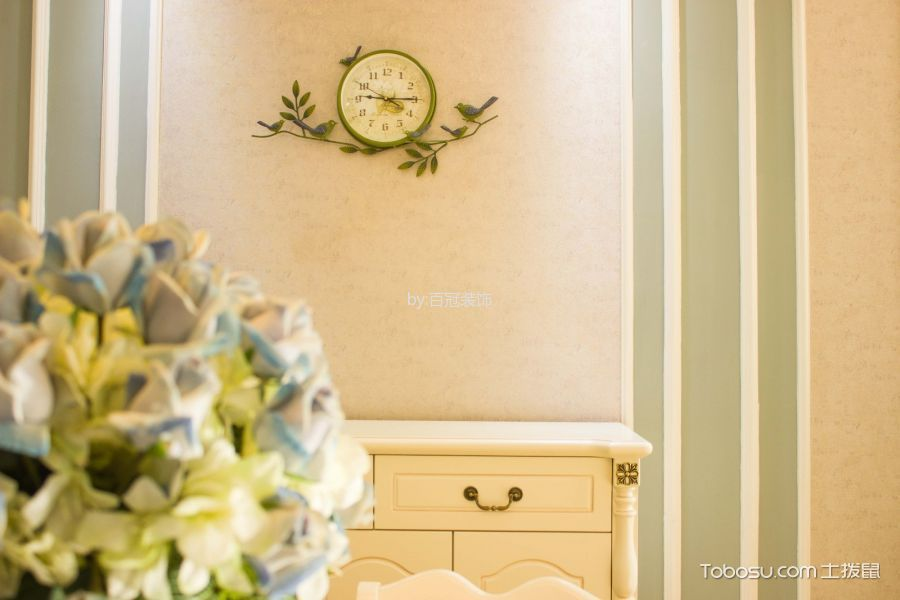 餐厅彩色背景墙法式风格装修设计图片