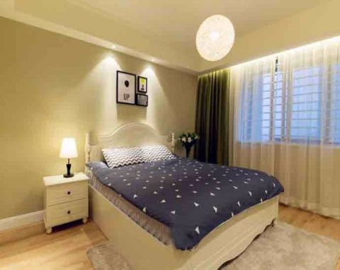 卧室床简约风格装潢图片