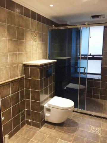 卫生间地砖美式风格装修设计图片