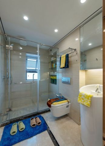 卫生间白色隐形门美式风格装潢图片