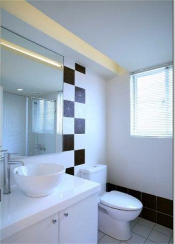 卫生间隐形门简约风格效果图