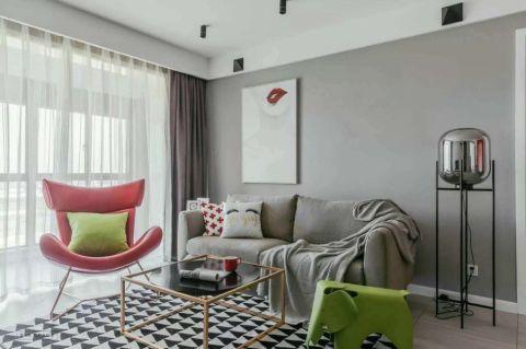 朴素温馨简单灰色沙发装修