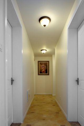 玄关黄色走廊美式风格装饰图片