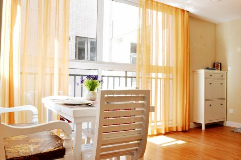 阳台橙色窗帘现代简约风格装修设计图片