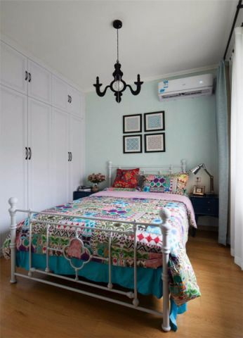 温暖卧室背景墙设计图欣赏