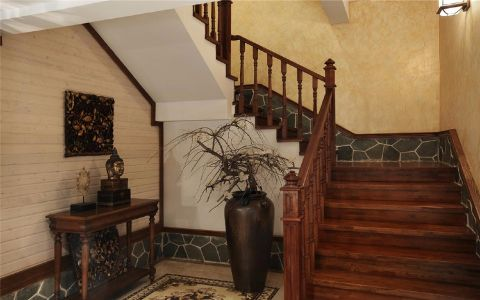 精致咖啡色楼梯设计图
