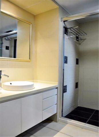 卫生间黄色背景墙装修案例