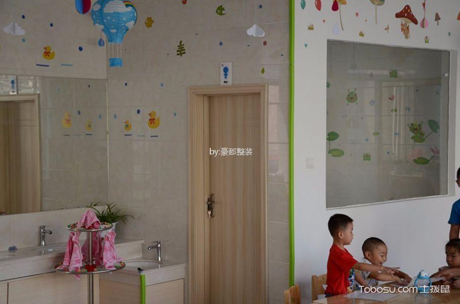 现代简约风格幼儿园活动室推拉门装修图片