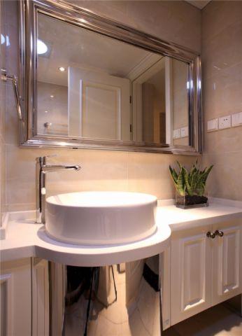 卫生间窗台现代简约风格装饰图片