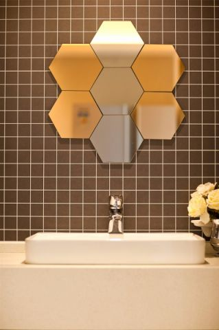 卫生间照片墙现代简约风格装修效果图