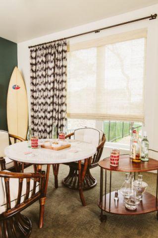 餐厅白色背景墙现代风格装潢图片