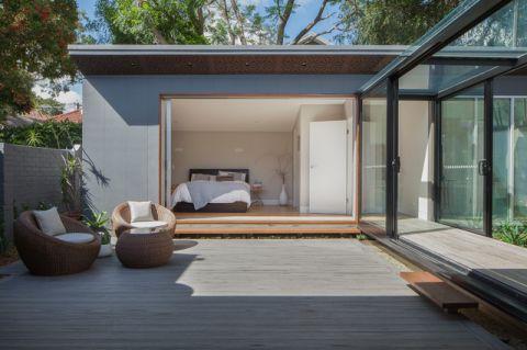 阳台白色现代风格装潢效果图