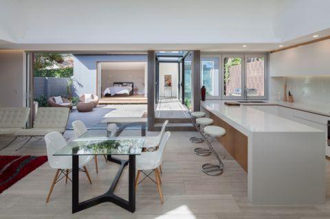 厨房白色背景墙现代风格装修图片