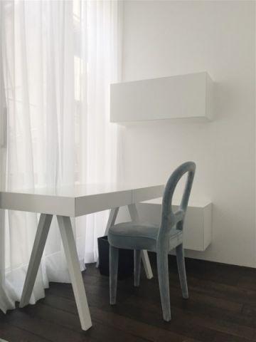 书房白色背景墙现代风格装潢设计图片
