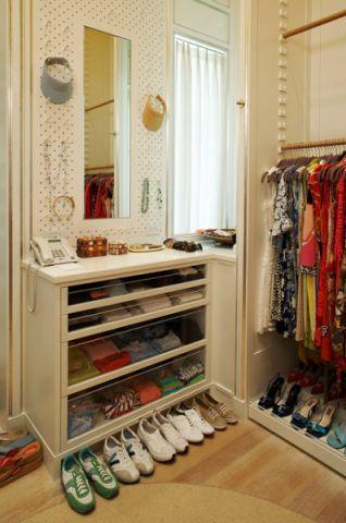 衣帽间橱柜美式风格装潢效果图