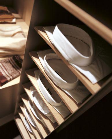 衣帽间橱柜现代风格装潢设计图片