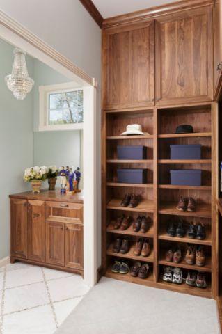 衣帽间橱柜美式风格装饰效果图