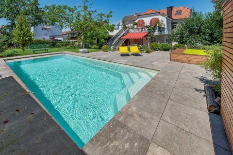 泳池现代风格装饰图片