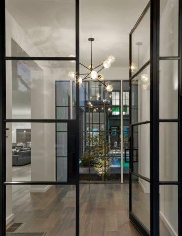 玄关黑色推拉门现代风格装饰效果图