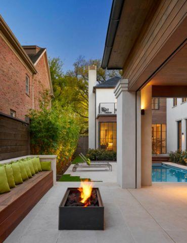 阳台白色背景墙现代风格装饰图片