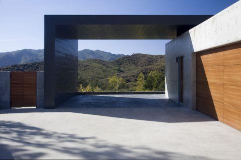 车库白色背景墙现代风格装潢图片