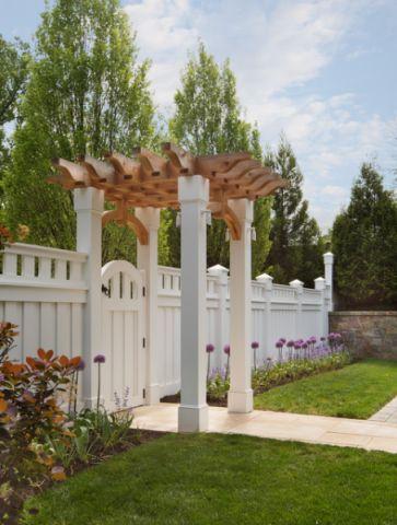 花园白色外墙美式风格装潢设计图片