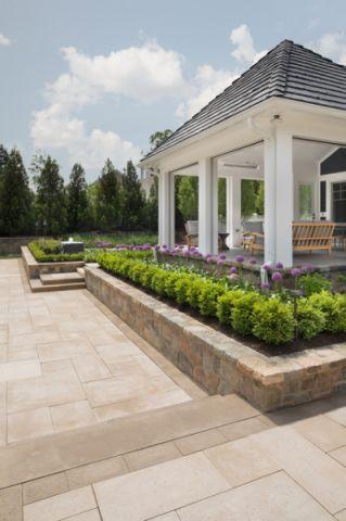 花园白色外墙美式风格装潢效果图
