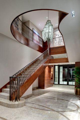 客厅红色楼梯现代风格装修图片