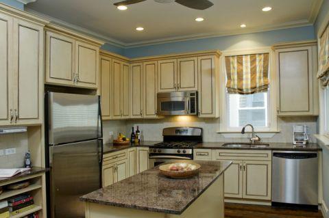 厨房米色橱柜混搭风格装潢图片
