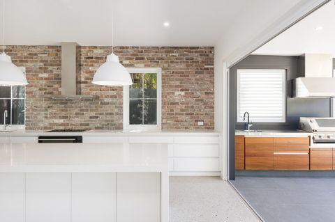 厨房咖啡色背景墙混搭风格装饰设计图片