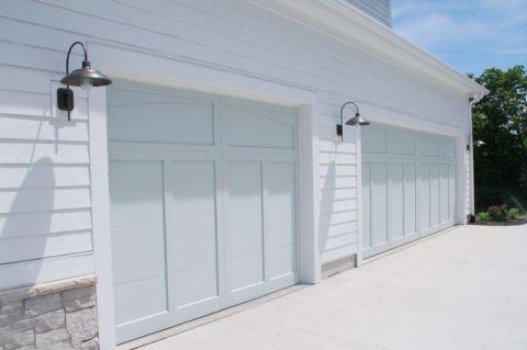 车库白色外墙混搭风格装潢图片