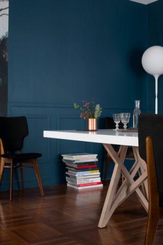 客厅蓝色背景墙混搭风格装潢效果图
