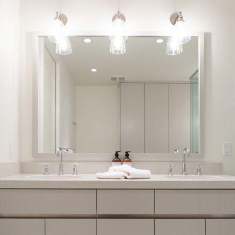 卫生间背景墙现代风格装修效果图