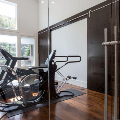 客厅健身房现代风格装修设计图片