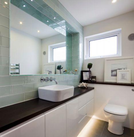 卫生间橱柜现代风格装潢效果图