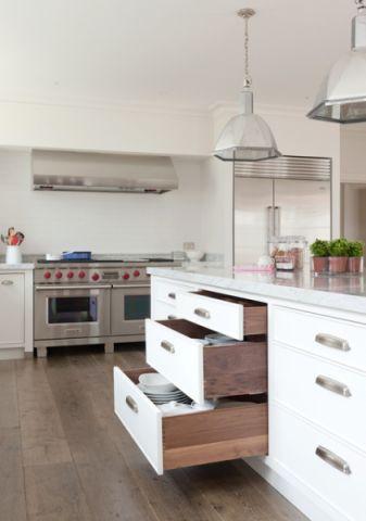 厨房白色橱柜美式风格装潢图片
