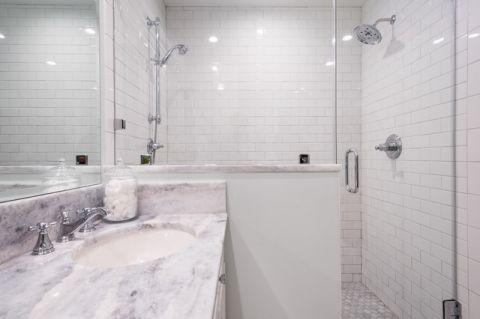 卫生间推拉门美式风格装修设计图片