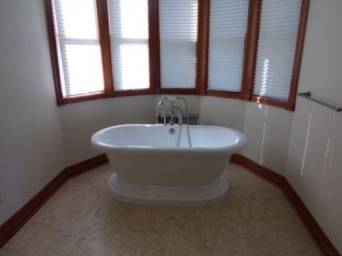 卫生间窗台简欧风格装饰图片